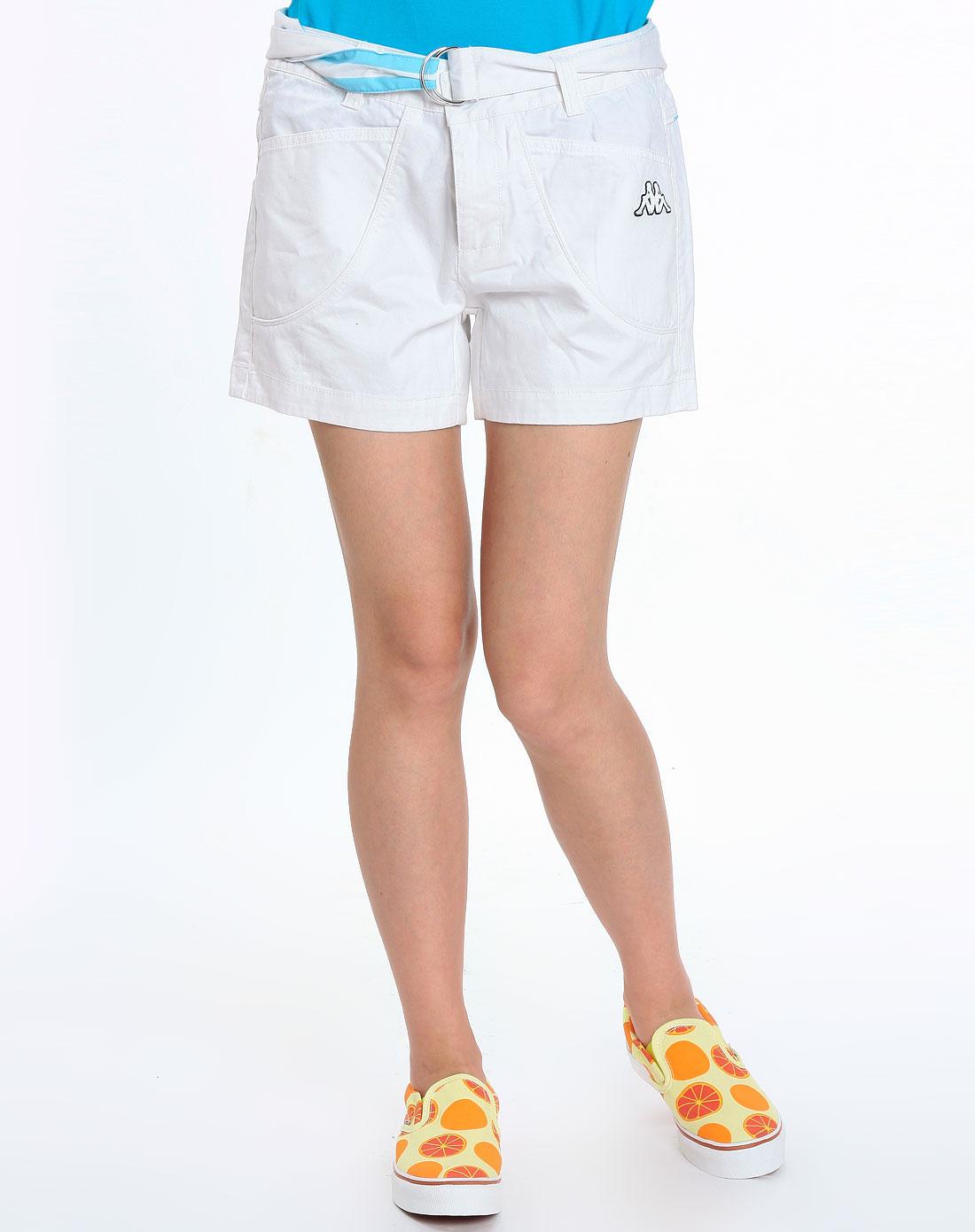 白色运动短裤