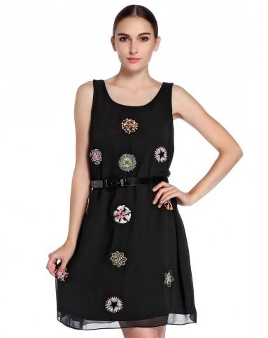 黑色民族风刺绣点缀无袖连衣裙