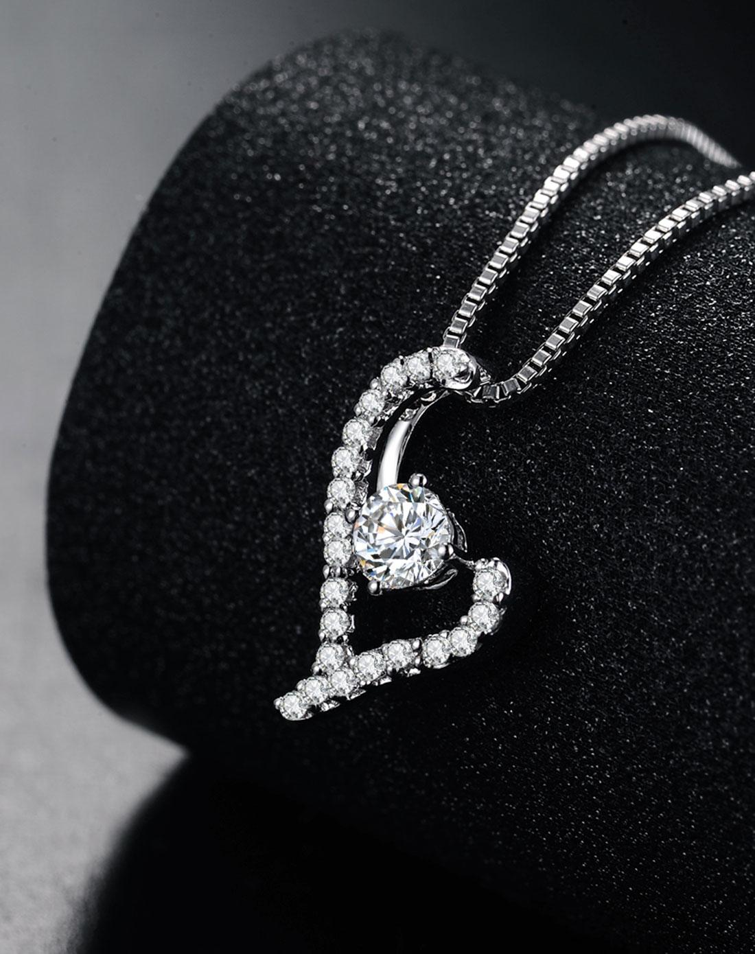 白18k金镶嵌leo 82切面钻石吊坠-l-shaped