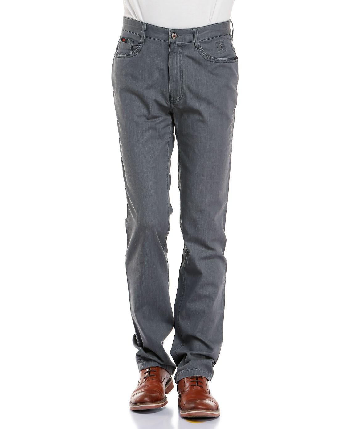 男灰色牛仔裤