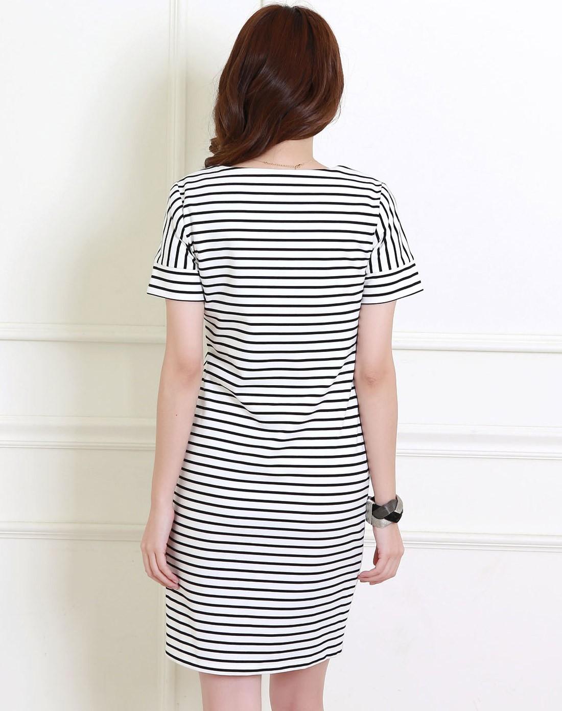 白色短袖连衣裙