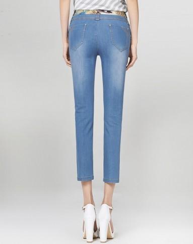 蓝色梦幻花纹拼接八分铅笔牛仔裤