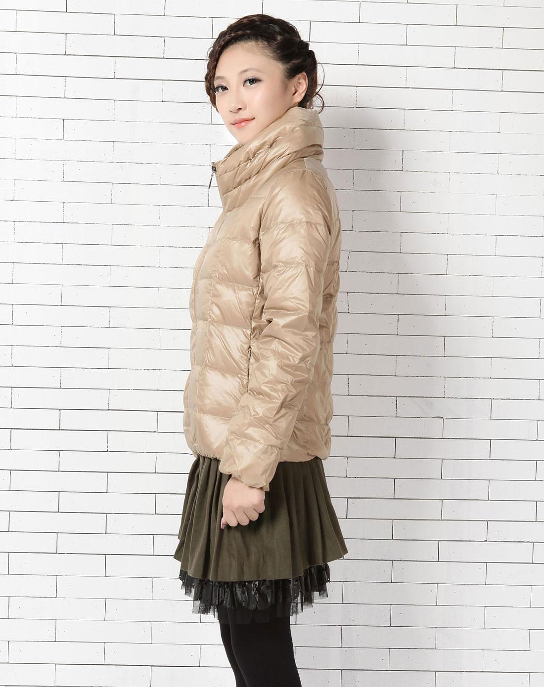 女款米色羽绒服