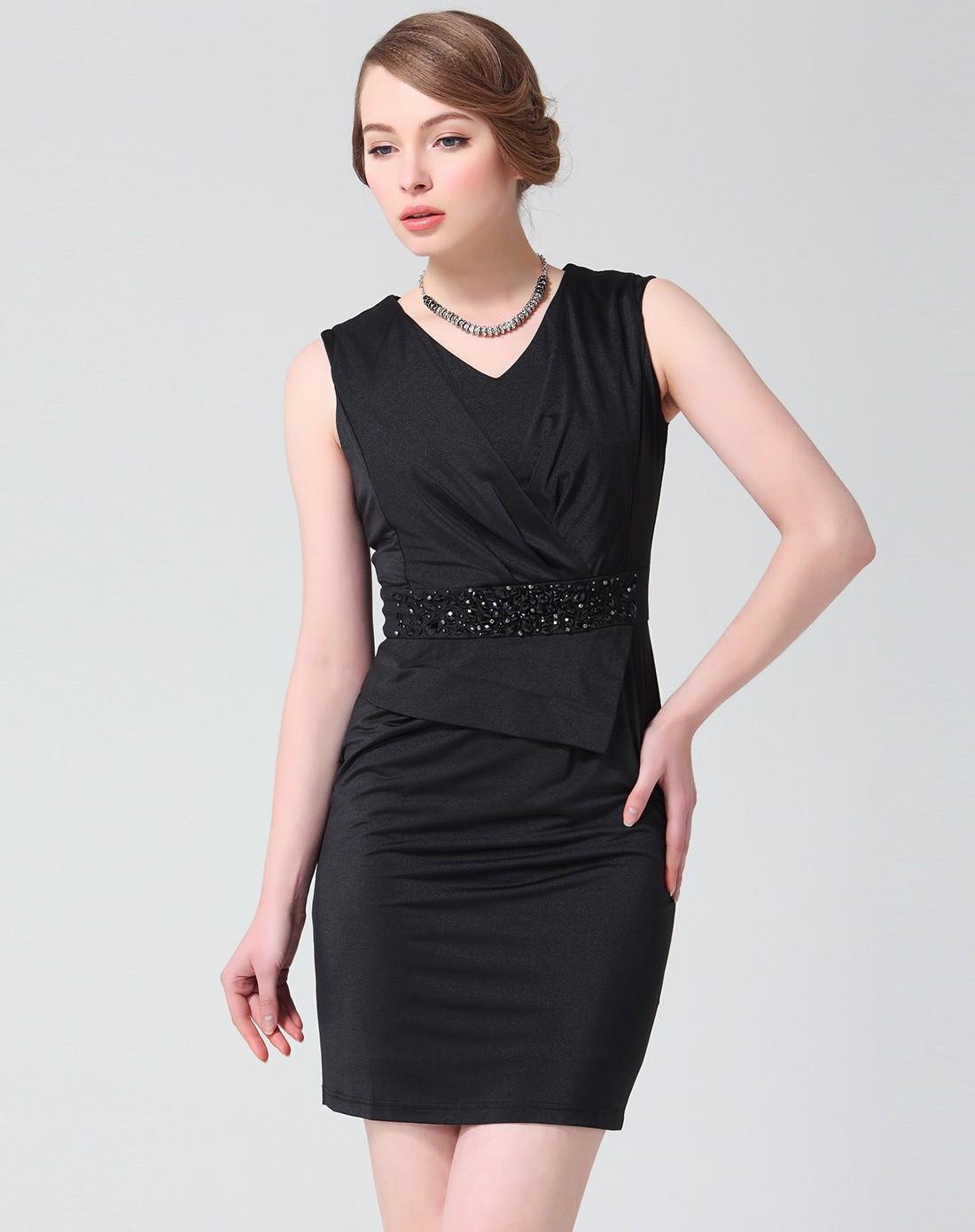 > 黑色连衣裙