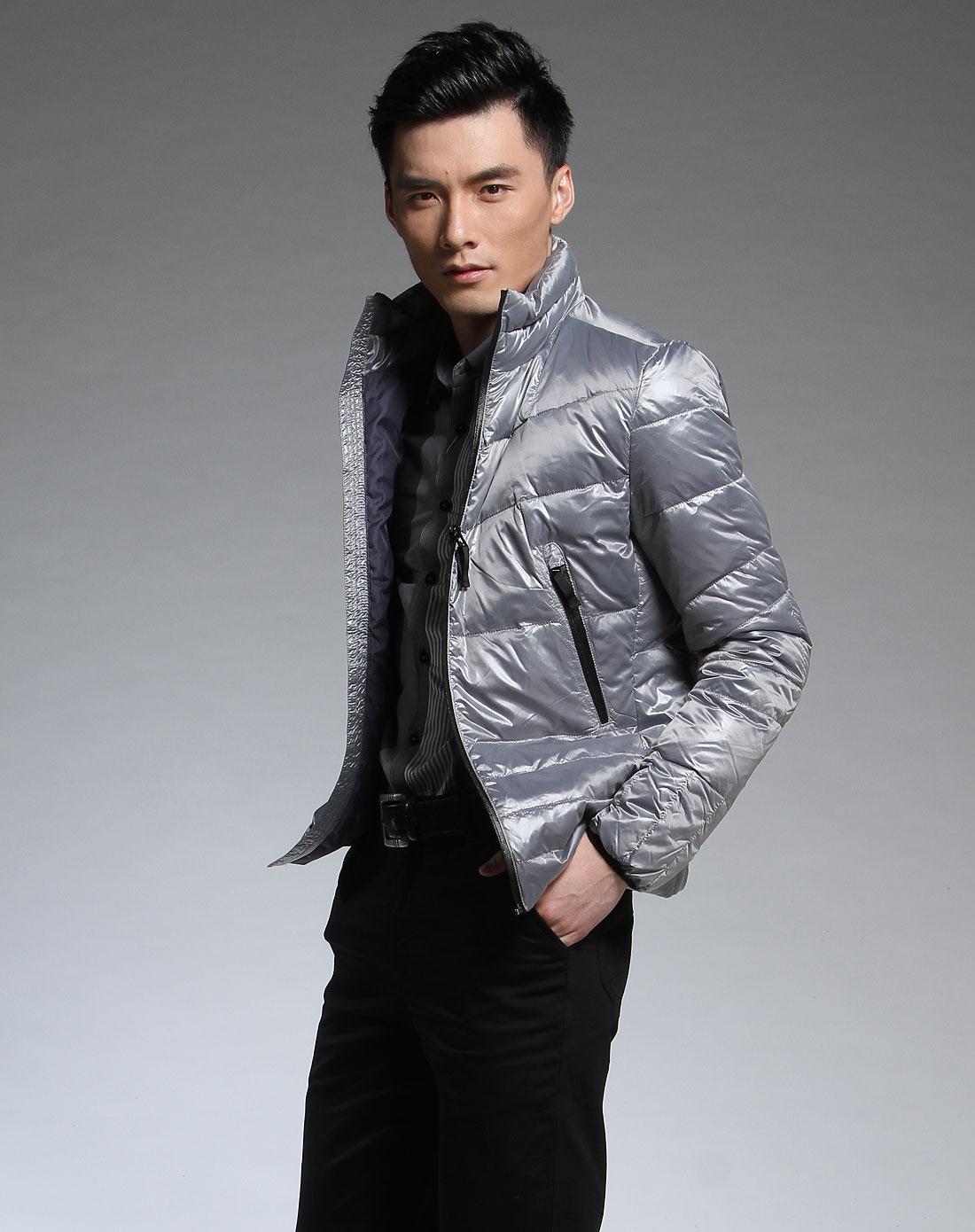 男款银灰色长袖豆渣羽绒服膨化时尚图片