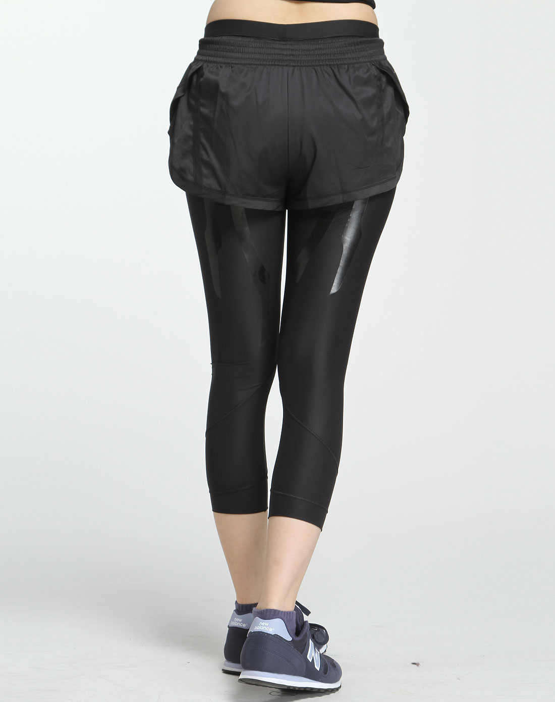 阿迪达斯adidas黑色休闲运动紧身中裤o03040
