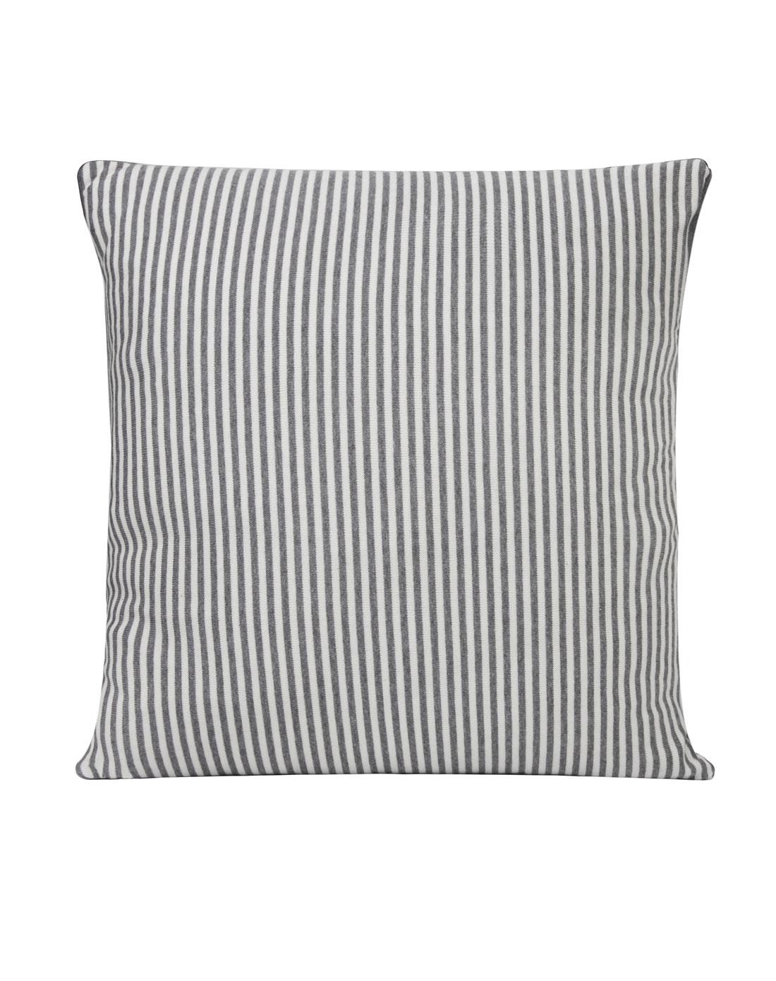 灰白条纹针织抱枕