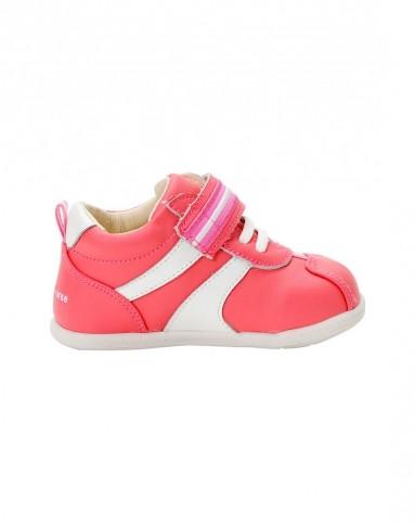 女宝宝桃红色可爱小足球稳步鞋