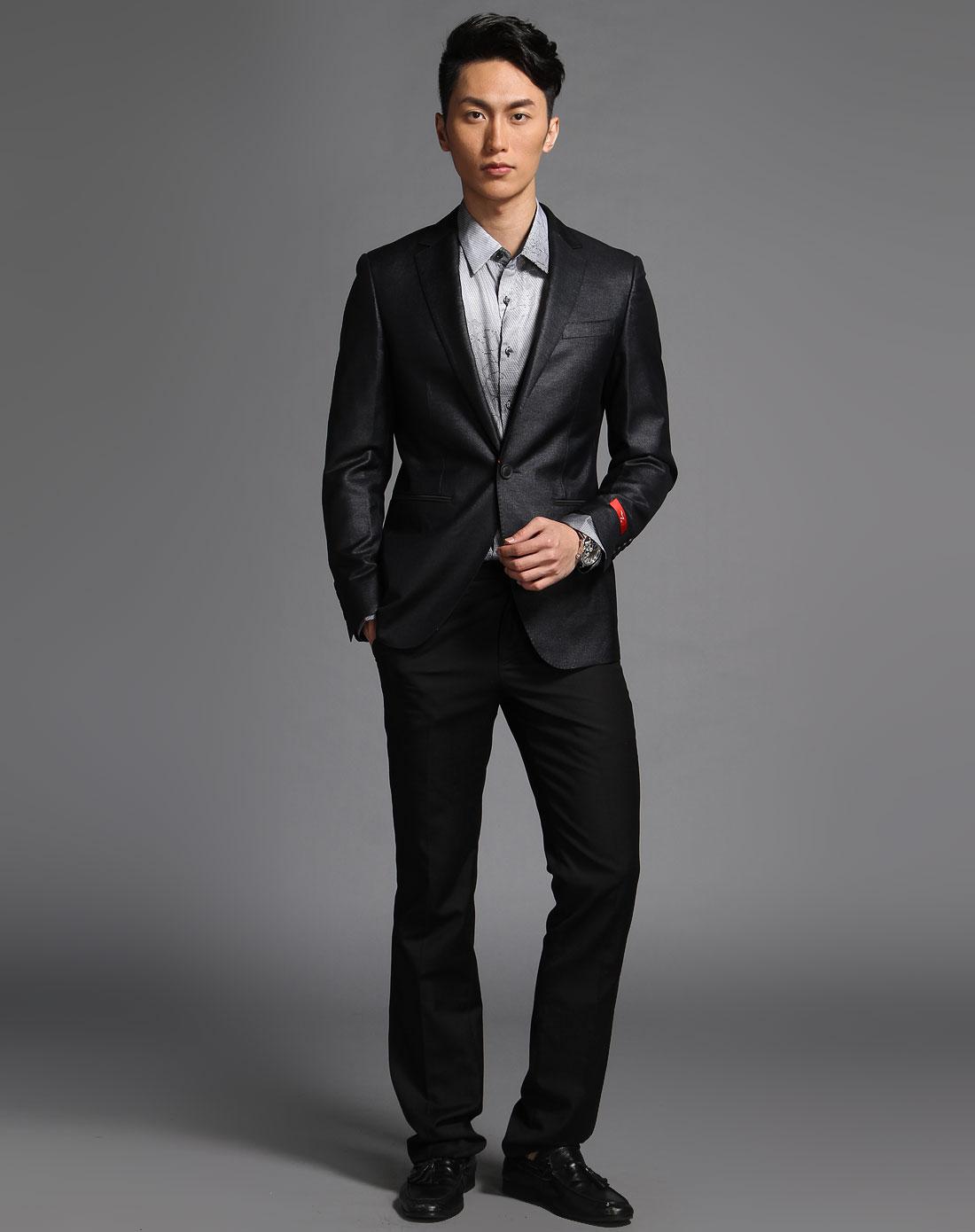 黑色商务长袖西装