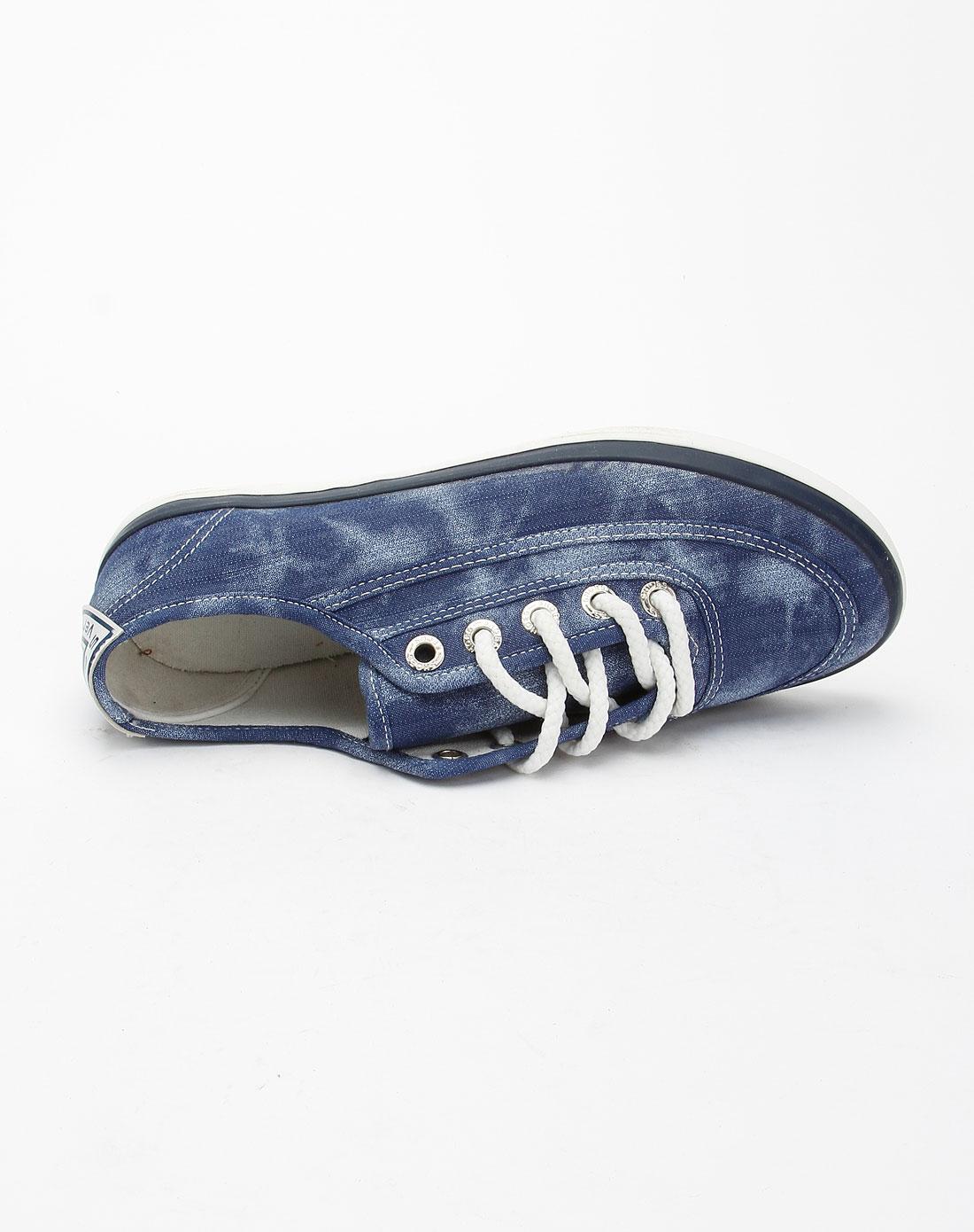 蓝色洗水时尚休闲帆布鞋