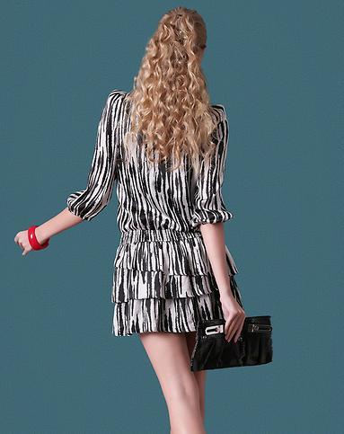 灰黑色时尚花纹长袖连衣裙
