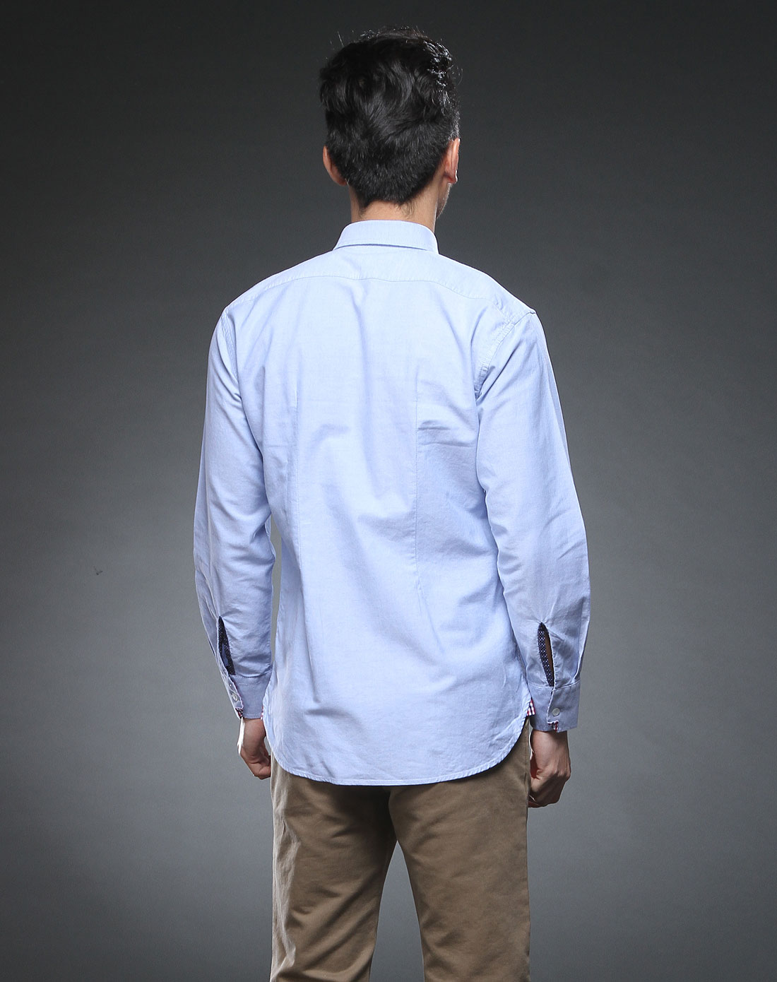 浅蓝色纯色长袖衬衫