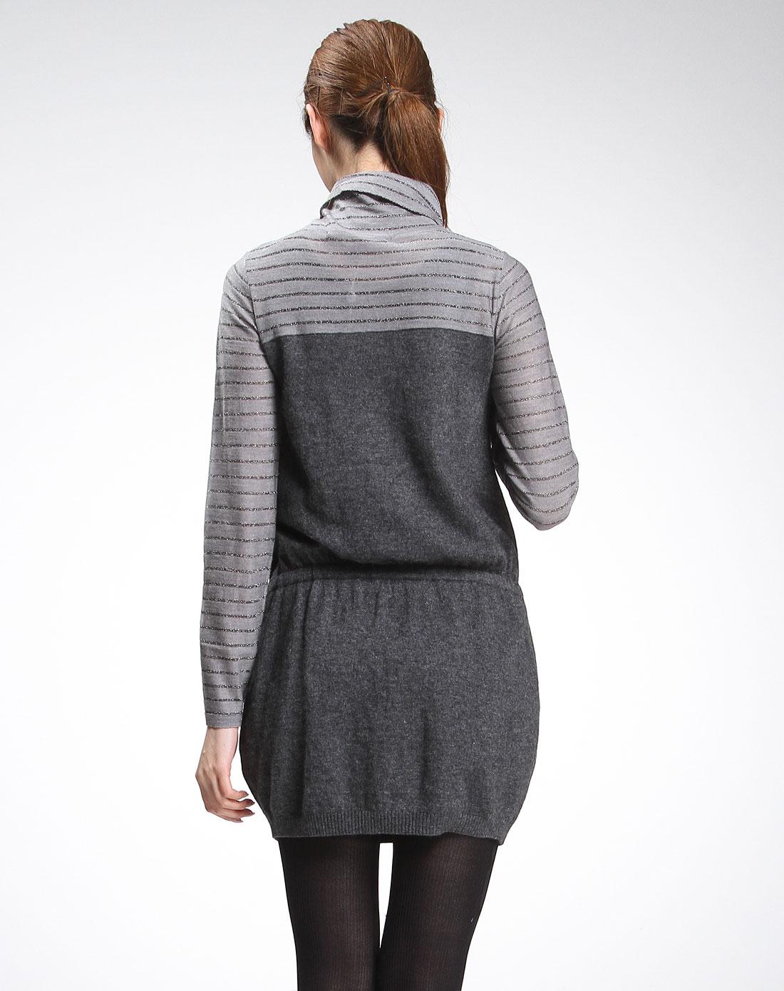 花灰色条纹高领长袖针织连衣裙