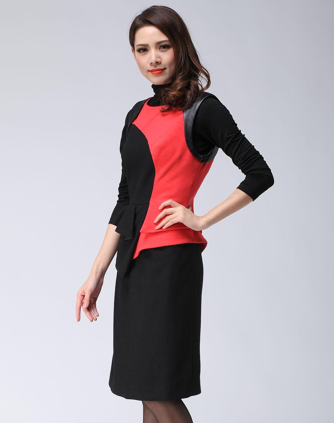 女款黑色礼服
