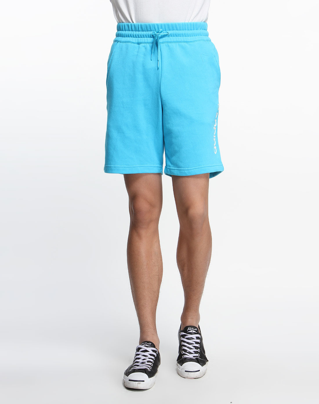 蓝色针织运动短裤