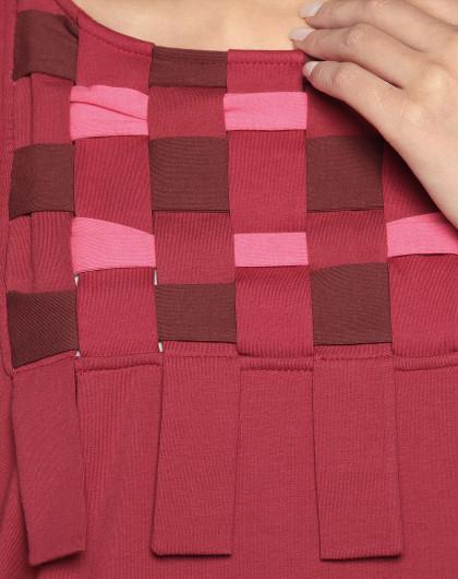 布条编织装饰红色连衣裙