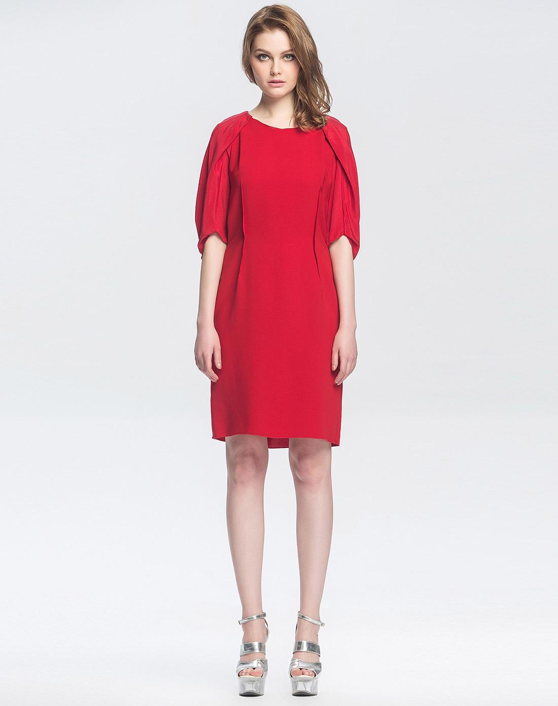 袖时尚_拼料红色柳肩中袖时尚连衣裙