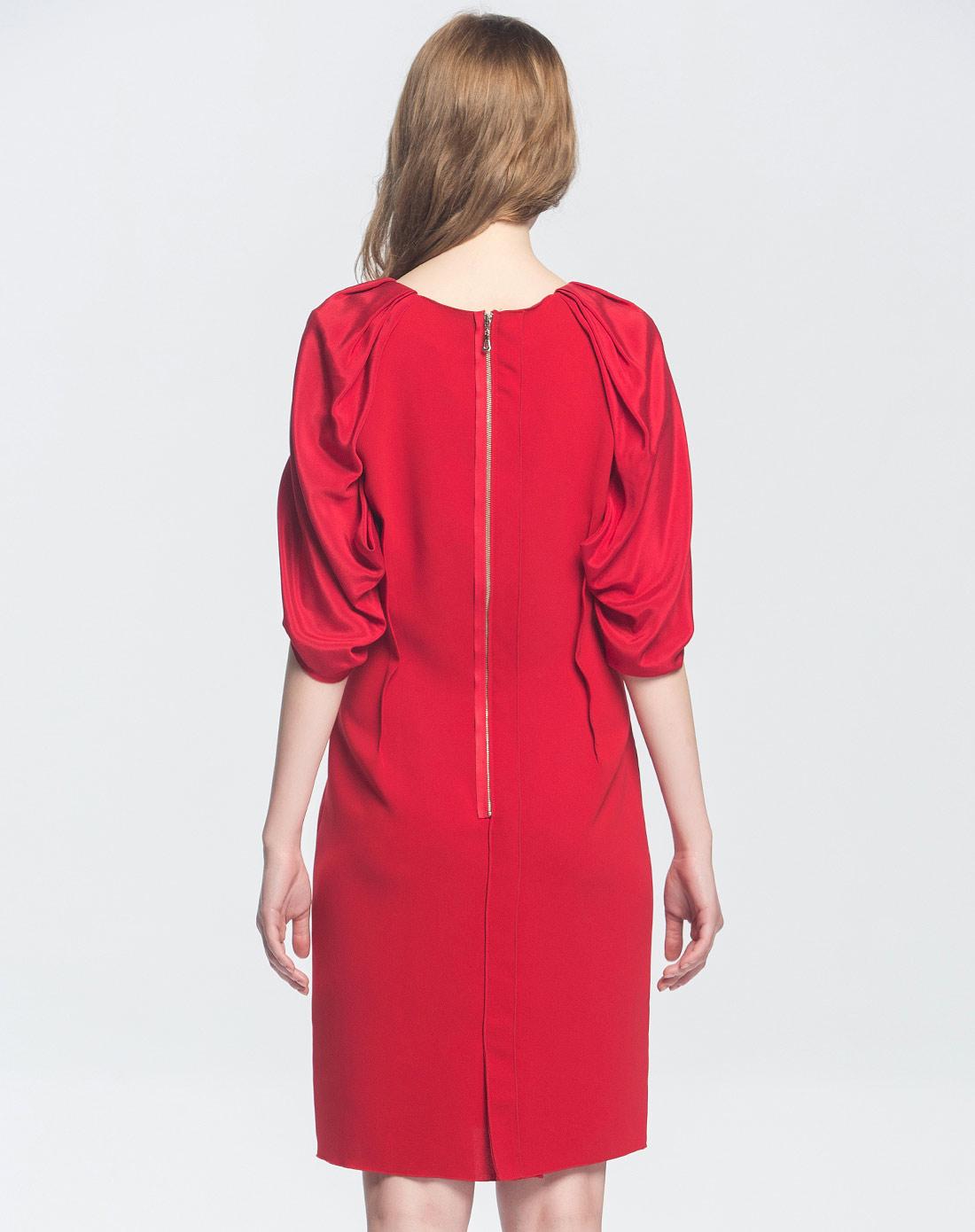 拼料红色柳肩中袖时尚连衣裙