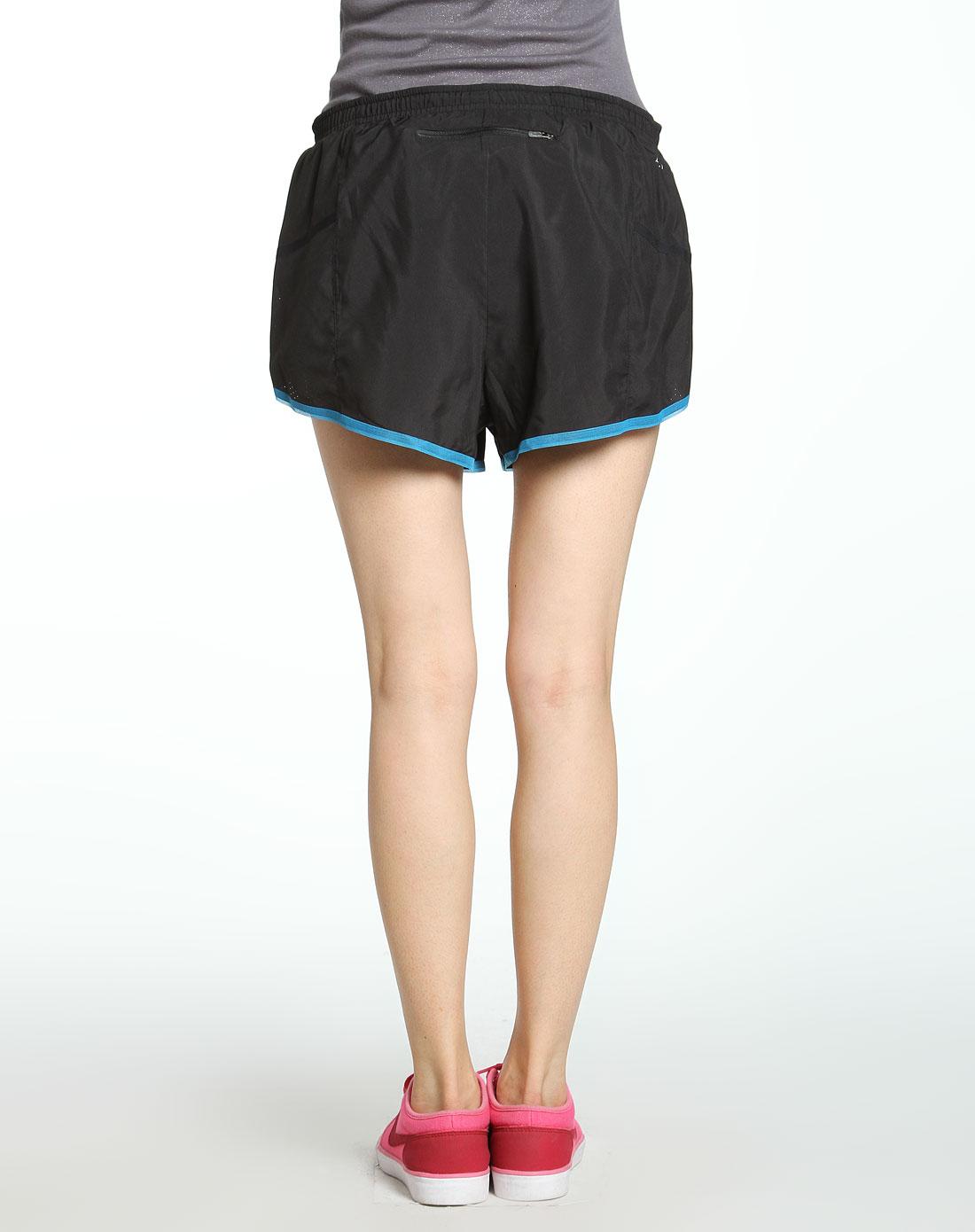 黑色运动短裤