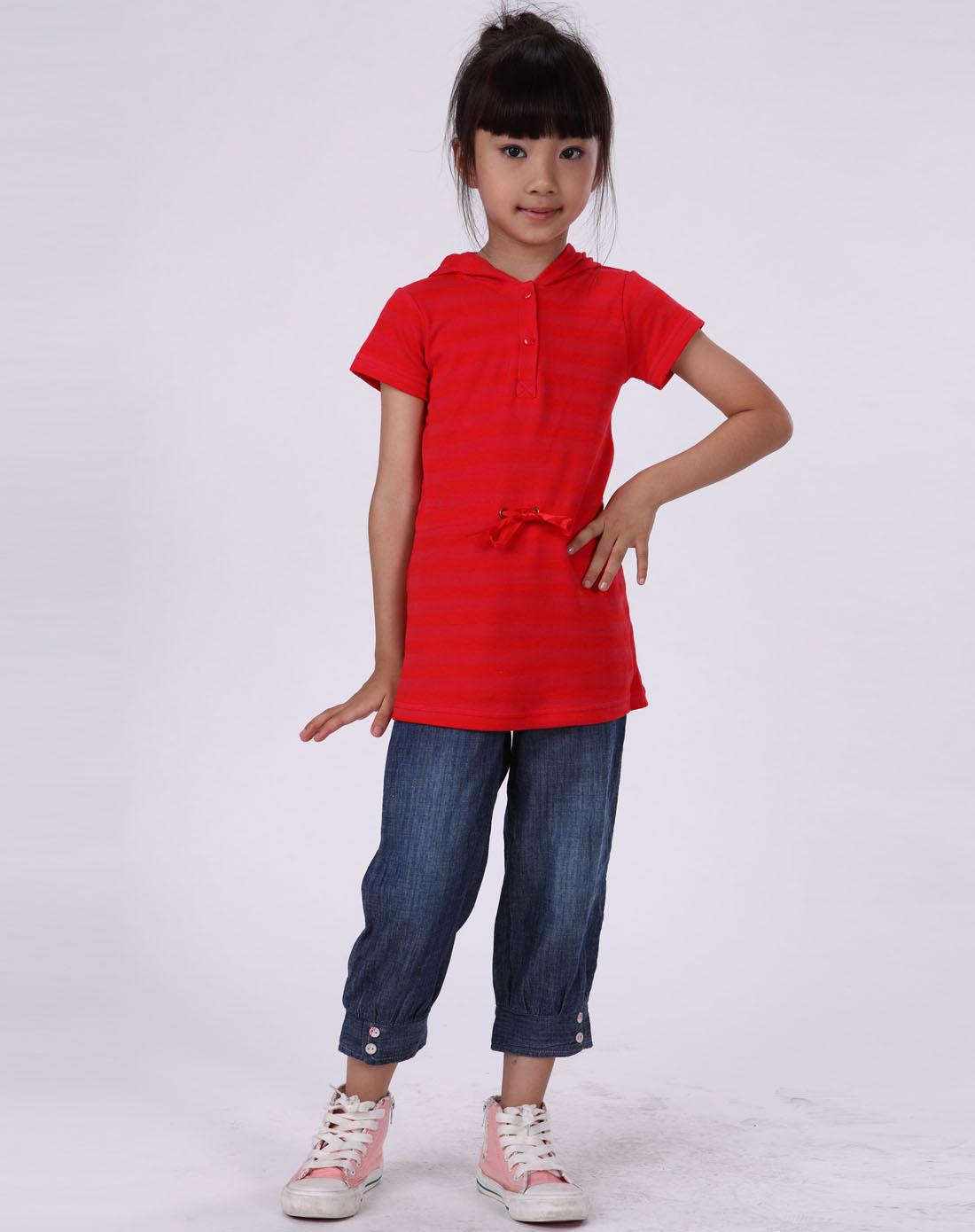 女童红色时尚可爱彩条裙子
