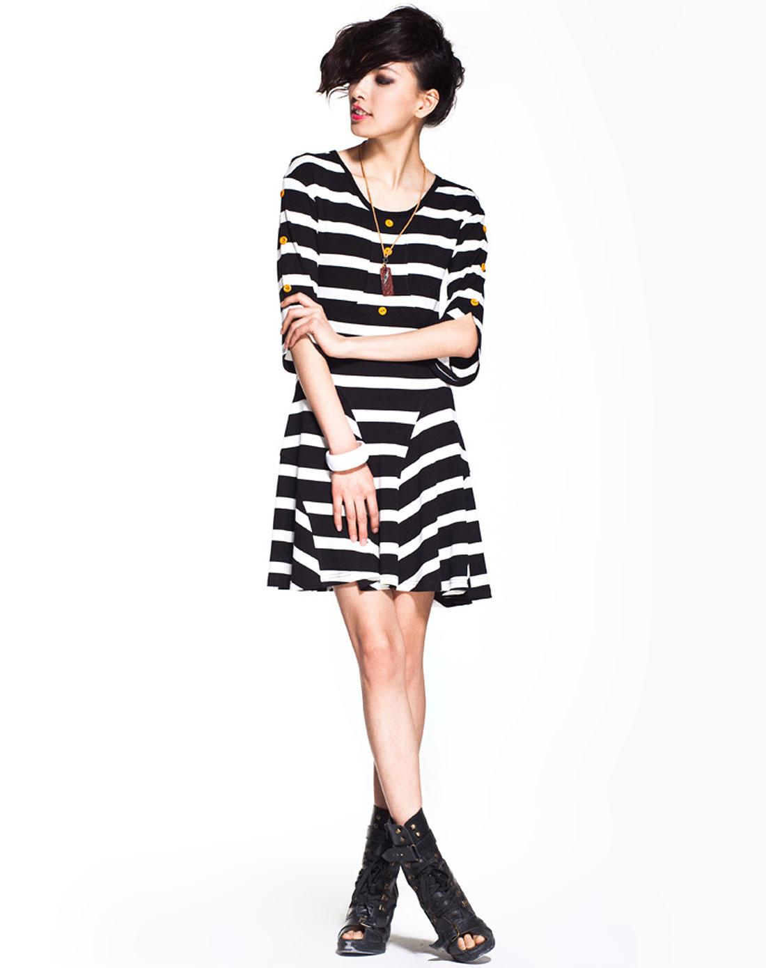 七格格othermix黑白条纹中袖连衣裙