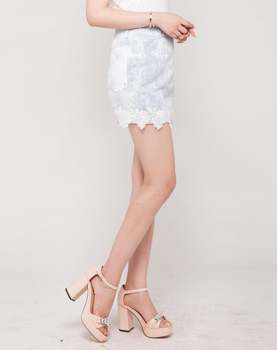 淡蓝/白色时尚修身牛仔半裙
