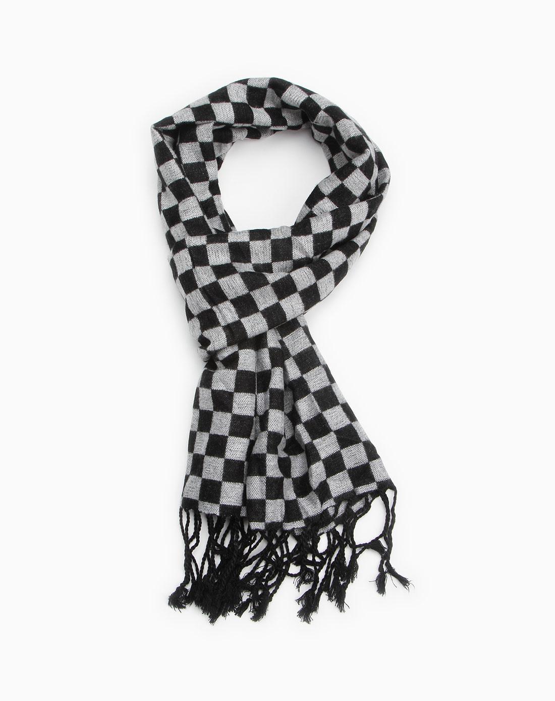 黑灰色小方格围巾