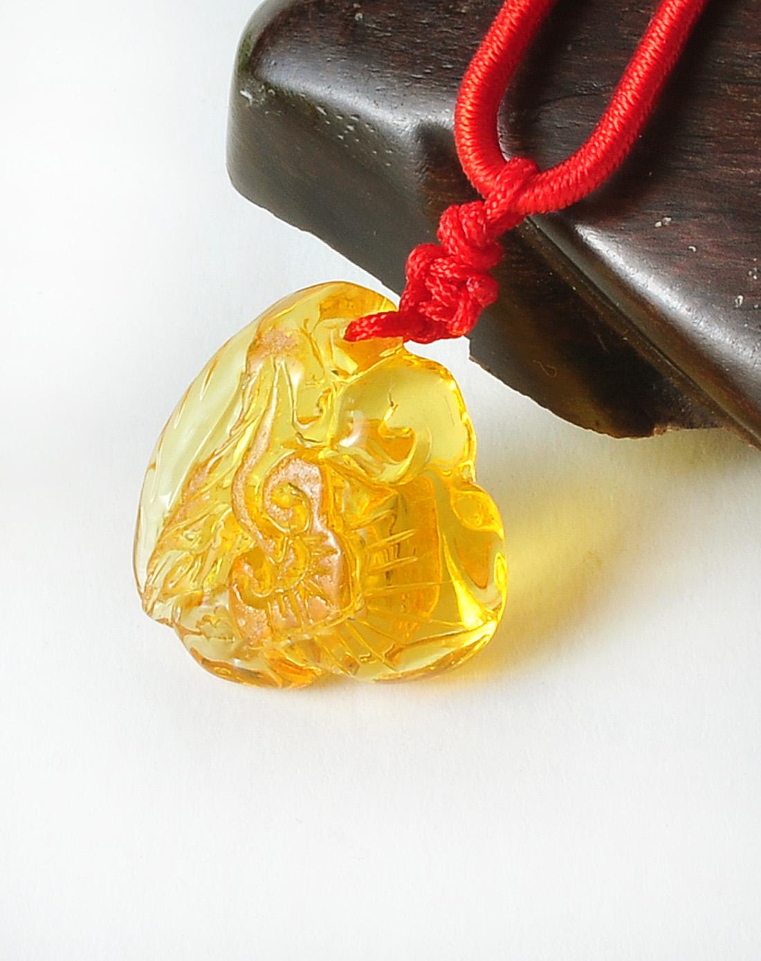 精选天然琥珀雕刻双面寿桃如意吊坠