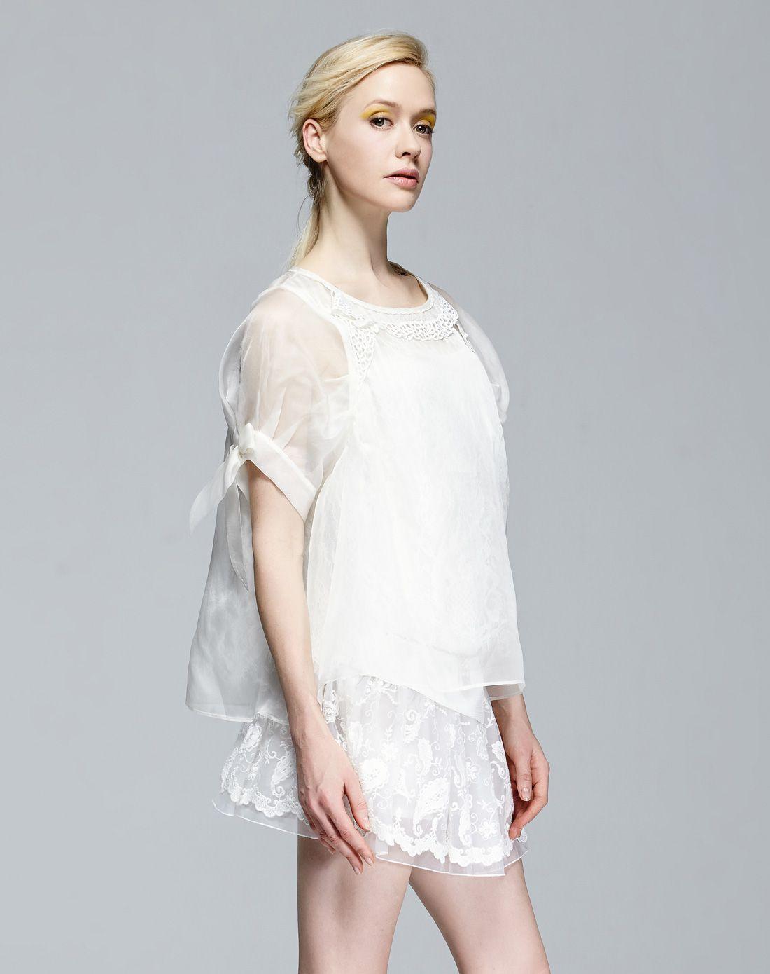 米白色上衣