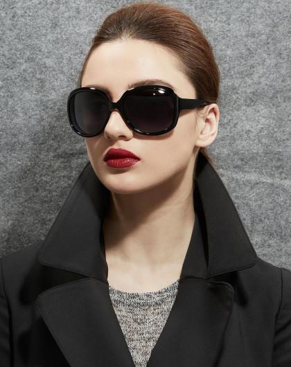 脸大女生眼镜