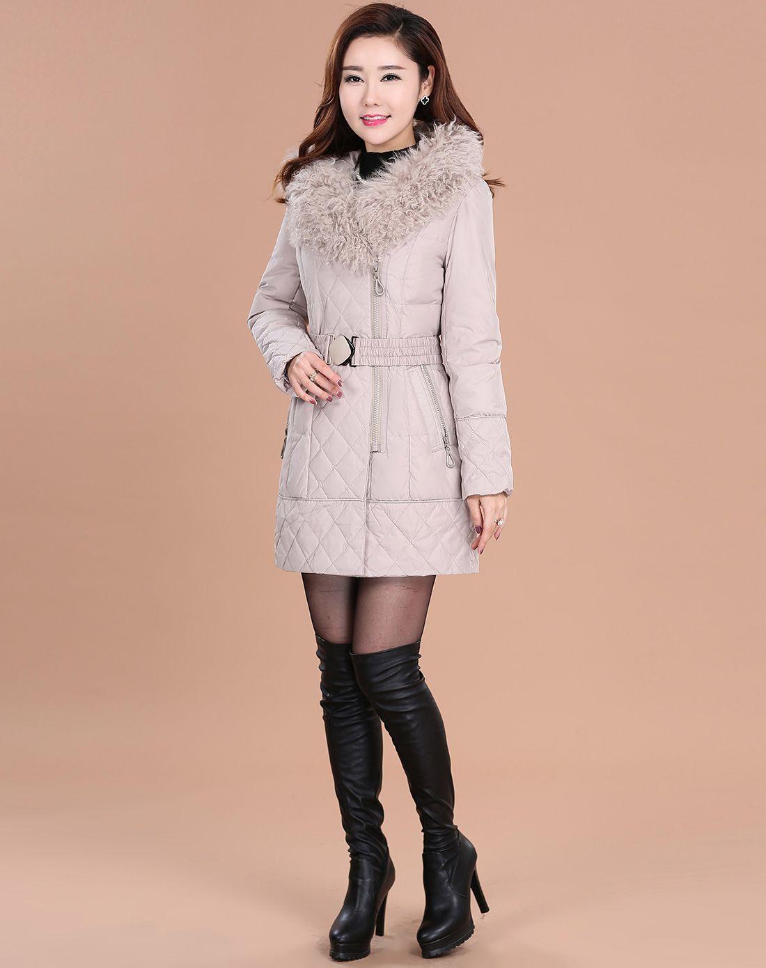 女款米色毛领时尚羽绒服