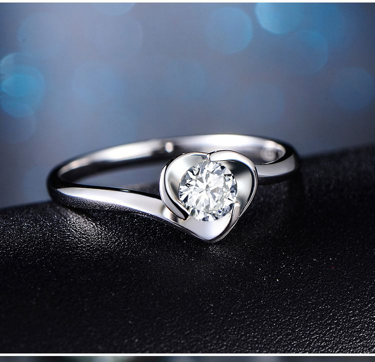 8k金心形钻石戒指