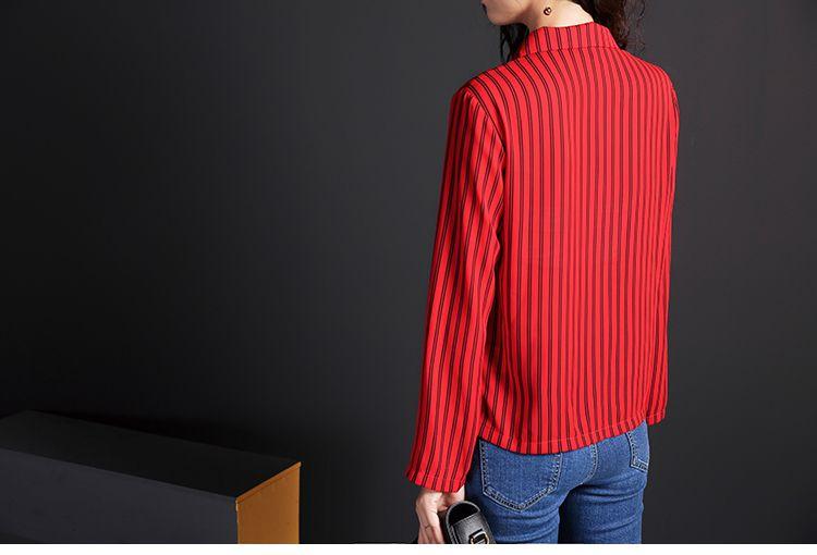 红色 西装领竖条纹衬衫
