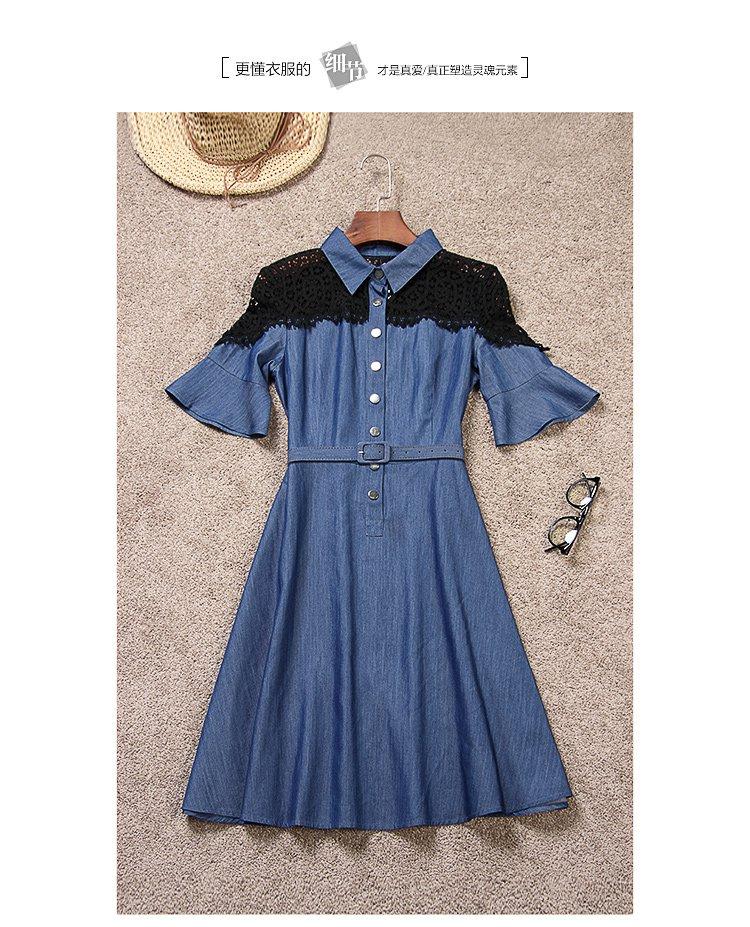蕾丝拼接牛仔连衣裙