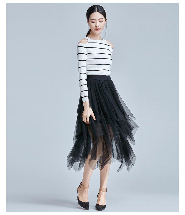 白底黑条甜美淑女镂空圆领毛针织衫