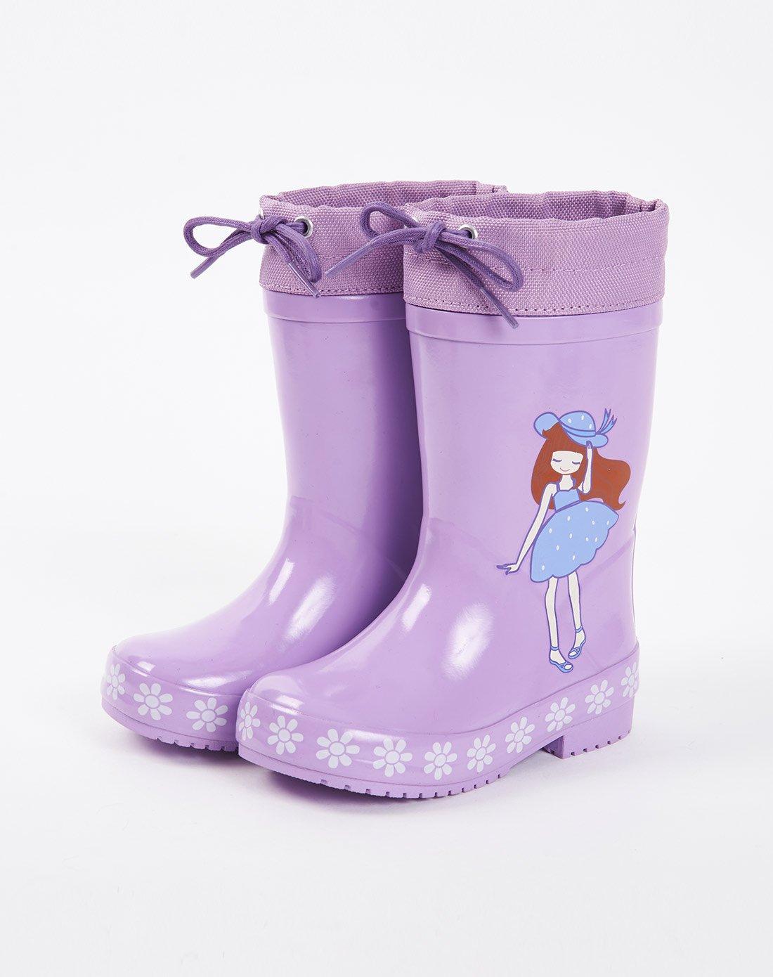 儿童穿雨靴踩泥图片