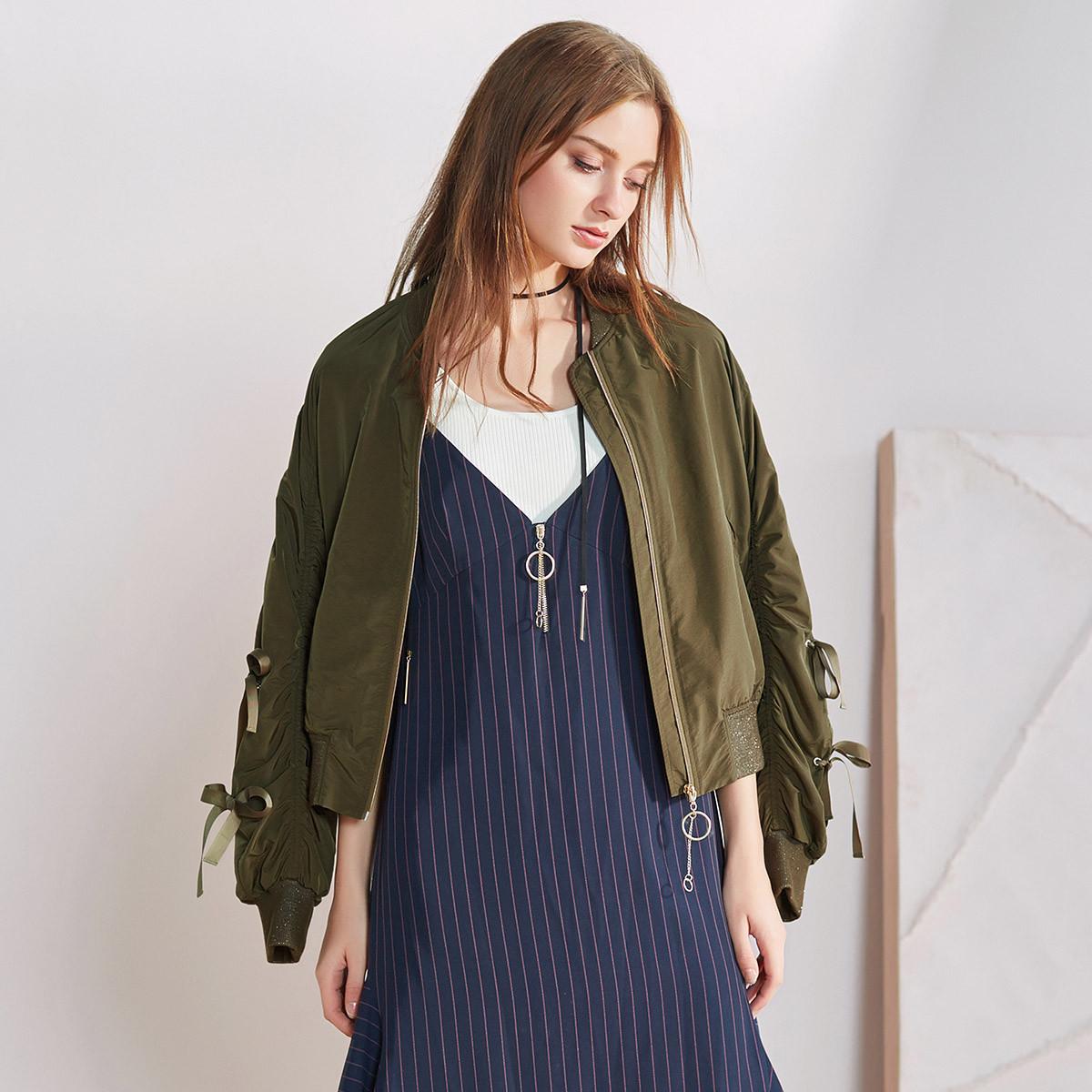 XGXG雪歌春季袖口绑带松紧褶皱设计女款棒球衫外套XE107018A343