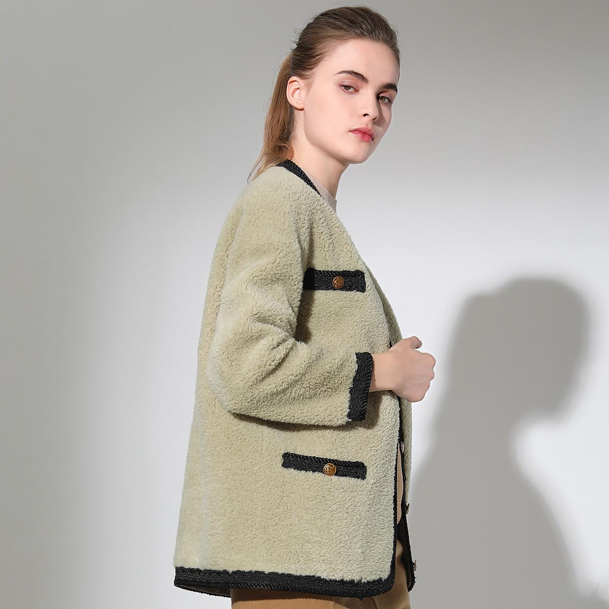 今典今典简洁单排扣小V领羊毛颗粒绒女式皮草外套597239401