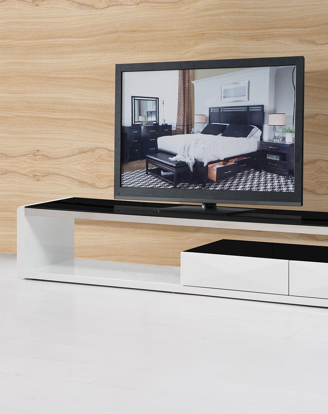 白色钢琴烤漆拉伸电视柜