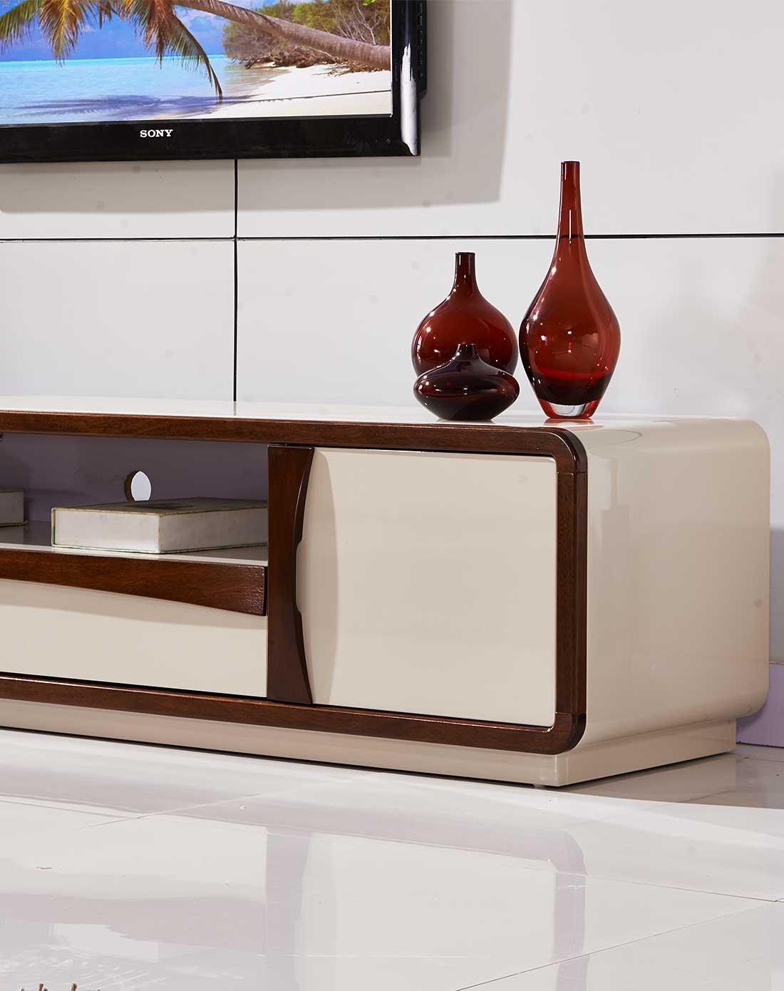 奶白钢琴烤漆配胡桃木边框电视柜