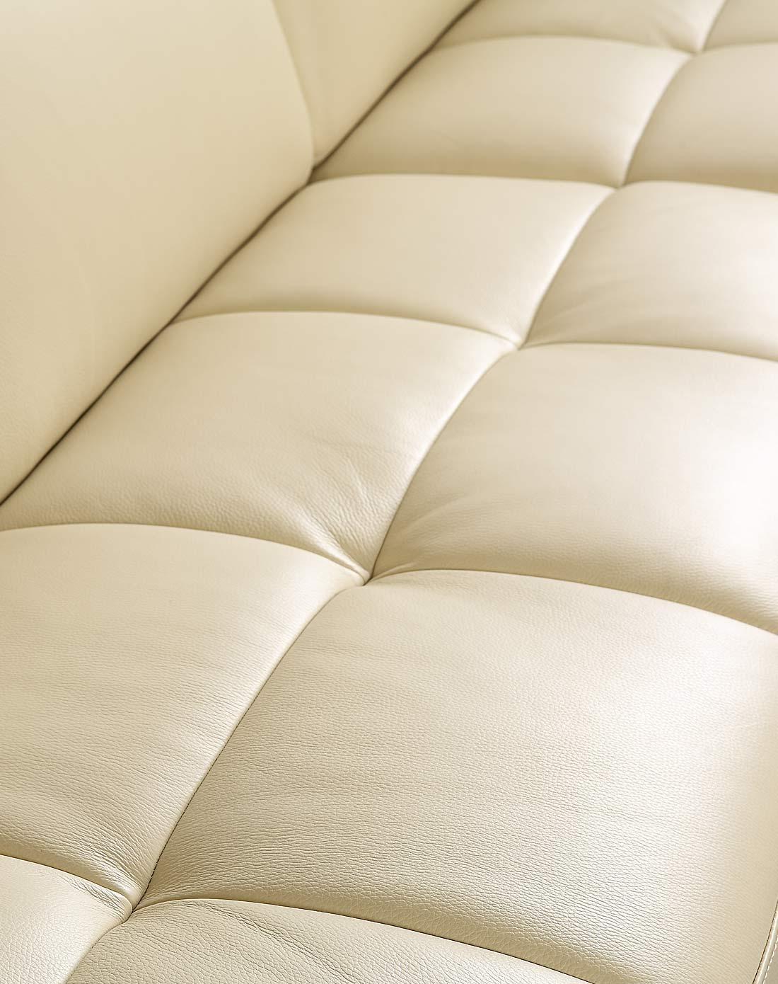 浅色胡桃木扶手配件小户型真皮沙发三人位