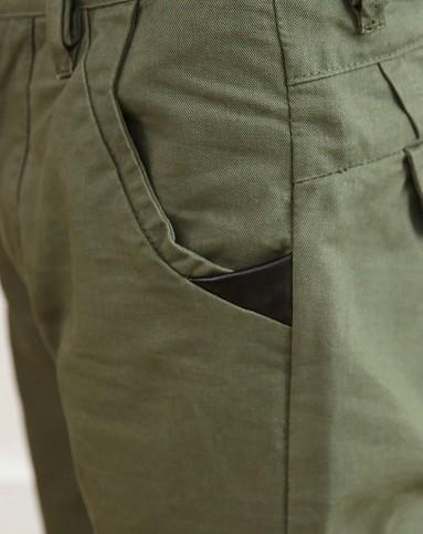 男军绿色创意口袋设计休闲裤