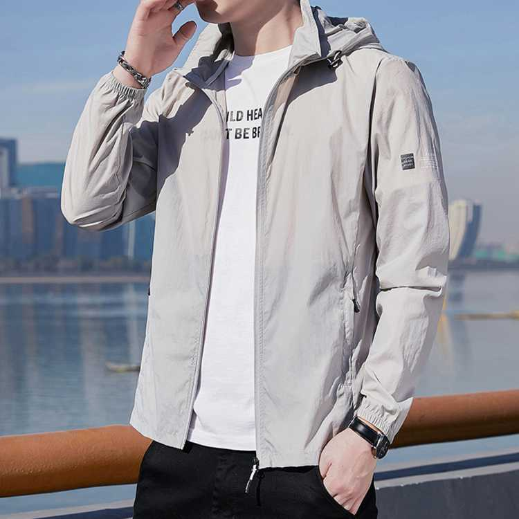 森马旗下夏季新款工装连帽帅气男款皮肤衣薄款透气防晒衣男士外套